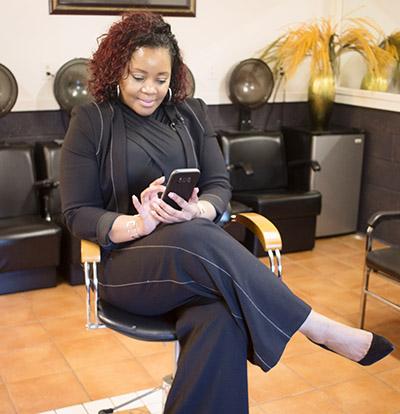 Black woman entrepreneur using Vivian's App