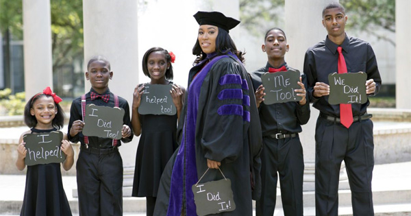 Viral photo of Iesha Champs and her children