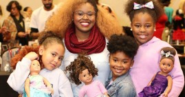 Detroit Doll Show attendees