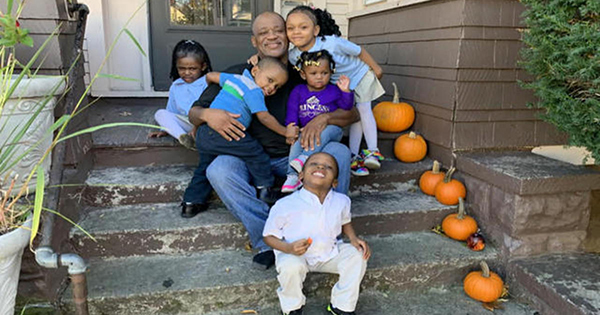 Lamont Thomas, single dad who adopted 5 siblings